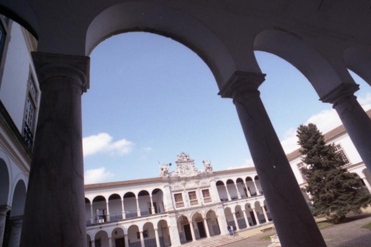 Universidade de Évora alvo de buscas do Ministério Público