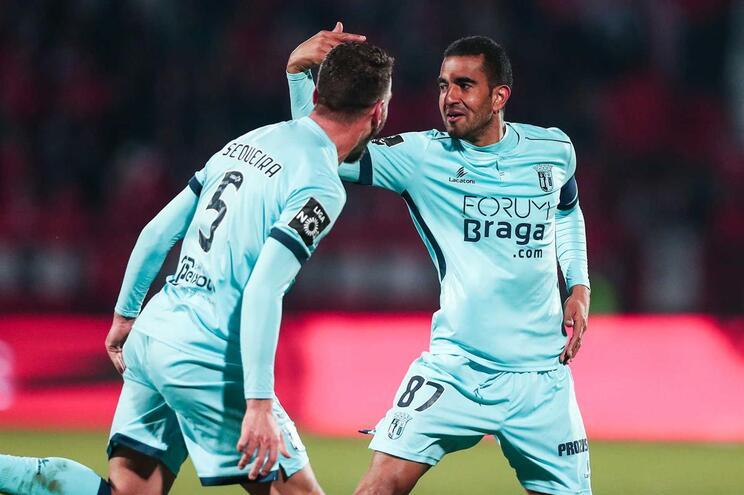 Marcelo Goiano celebra golo com Sequeira