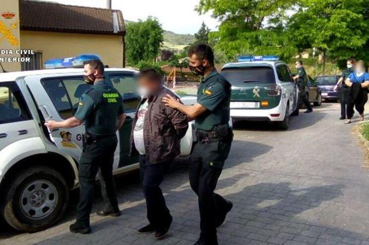 Casal português explorava e maltratava trabalhadores em Espanha - JN