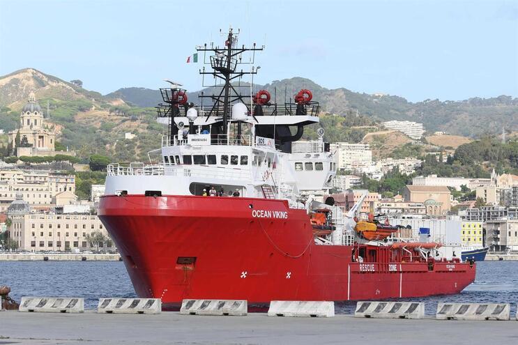 Itália autoriza desembarque dos 176 migrantes do navio Ocean Viking