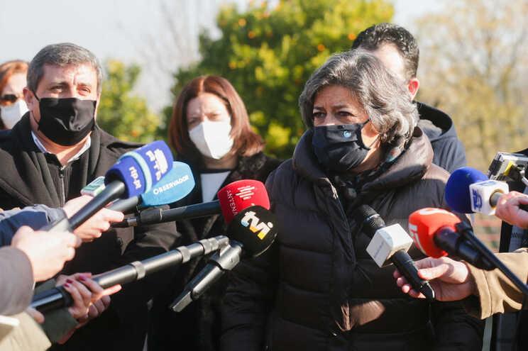 Ana Gomes, durante a visita à Escola Profissional de Cinfães