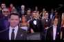 Para não se sentir tão sozinho, o apresentador Jimmy Kimmel posou para a foto entre figuras de cartão