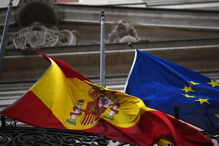 Espanha atinge máximo diário com mais 849 mortos em 24 horas