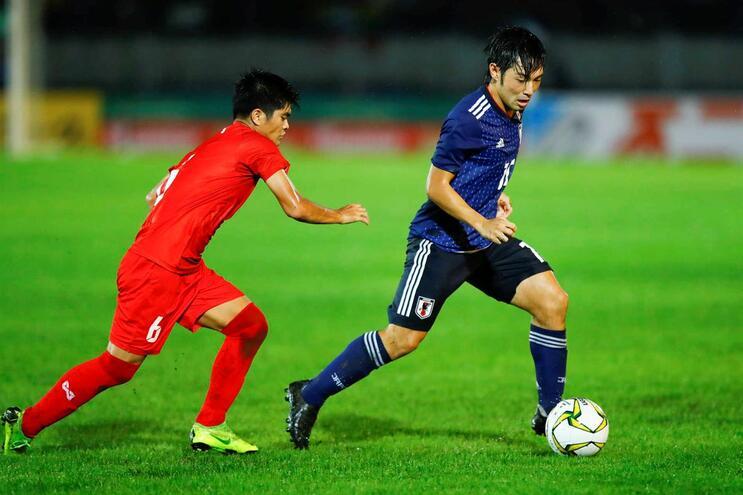 Nakajima faz golo fora da grande área pelo Japão