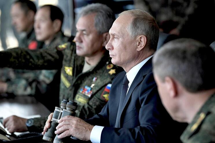 Rússia acusa EUA de estarem a aumentar arsenal de armas nucleares