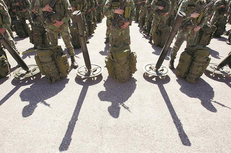 Oficial do Exército acusado de usar viaturas militares a nível pessoal