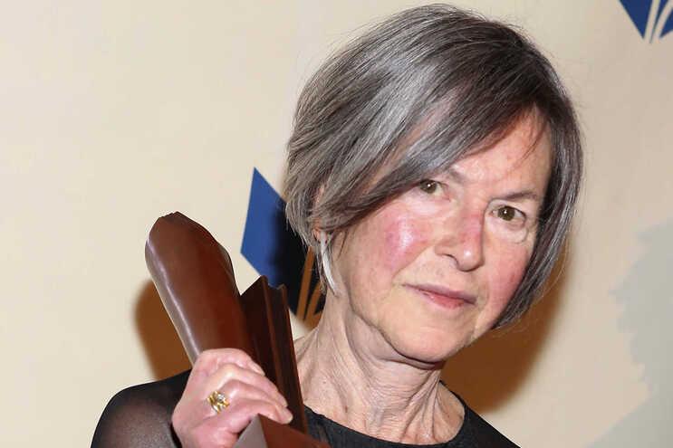 Poesia de Nobel da Literatura Louise Glück editada em Portugal
