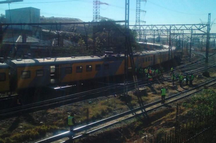 Comboios de passageiros colidiram