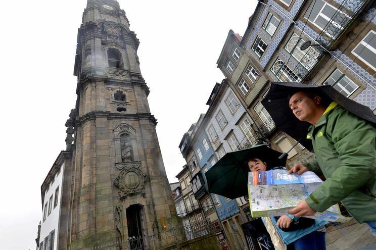 Pressão turística no Porto e Lisboa superior a Londres