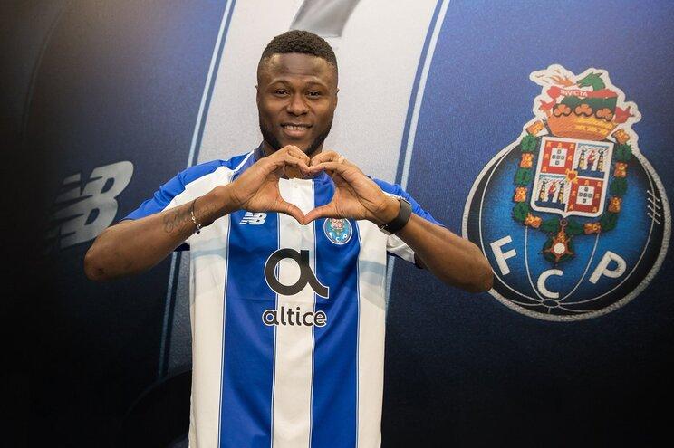 F. C. Porto oficializa Mbemba