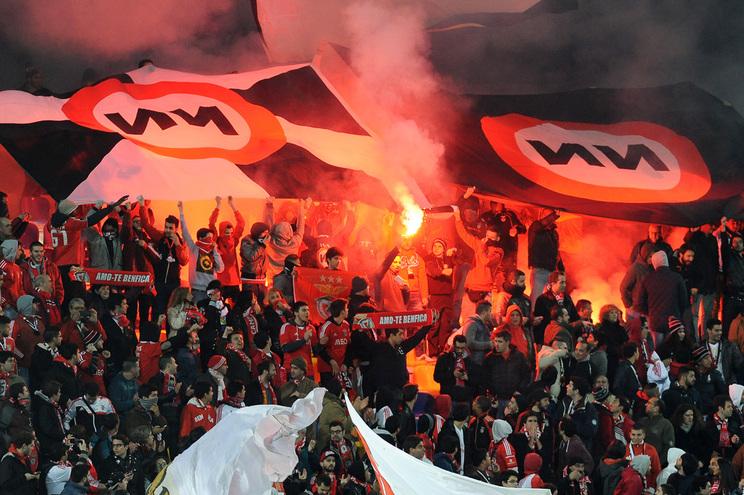 Resultado de imagem para Dois adeptos do Benfica impedidos de entrar em estádios e de acompanhar claque