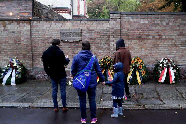 Várias cerimónias evocativas do ataque realizaram-se esta sexta-feira em Halle