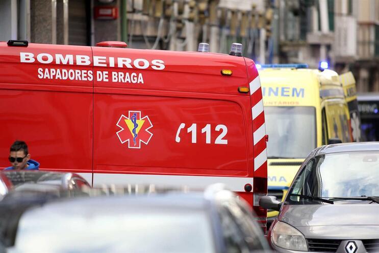 A propagação da infeção levou já à criação de turnos de 24 horas, com 22 a 24 bombeiros
