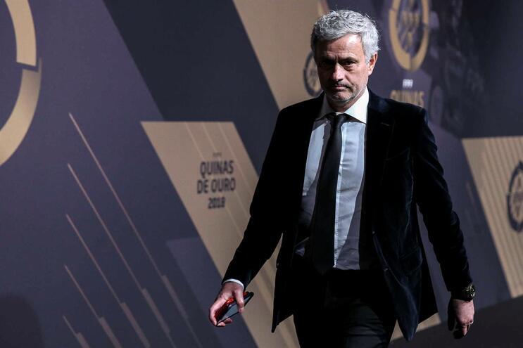 Há um português entre os cinco alvos de Mourinho para o Tottenham