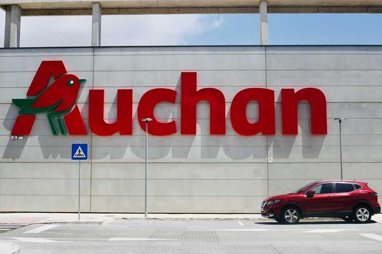Sindicato acusa Auchan de obrigar funcionários a compensar horas não trabalhadas