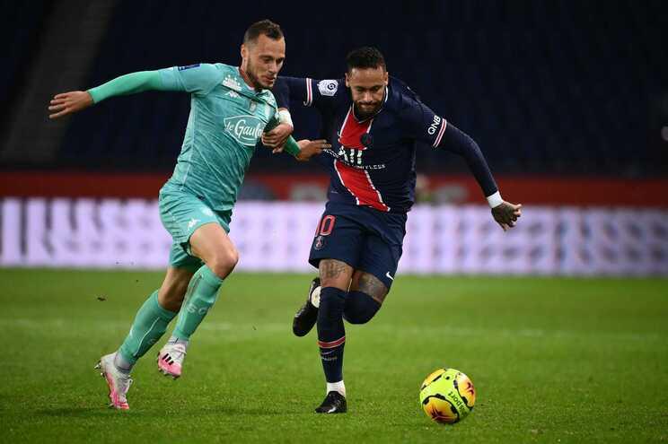 Neymar marcou dois golos