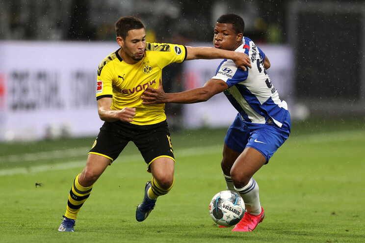 Dortmund vence pela margem mínima e adia festa do título ao Bayern