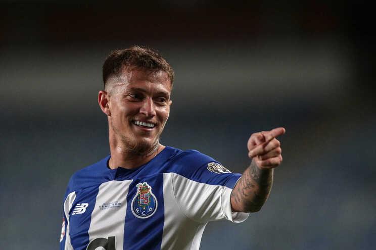"""Otávio dispara contra a arbitragem: Benfica """"jogou com mais três"""""""