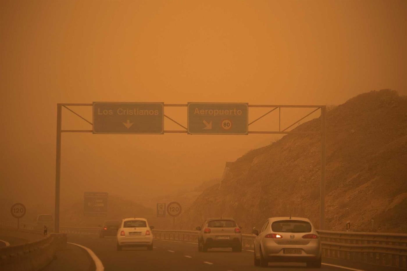 Estradas com pouca visibilidade a caminho do Aeoporto Reina Sofia, em Tenerife