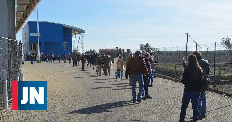 Longas filas para votar em Beja. Presidente da Câmara esperou quase uma hora