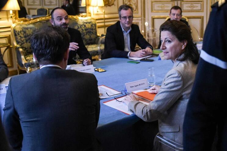 Reunião para acertar repatriamento de cidadãos franceses que estão em Wuhan