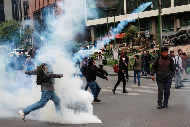 """Governo recomenda aos portugueses que evitem """"qualquer deslocação"""" na Bolívia"""