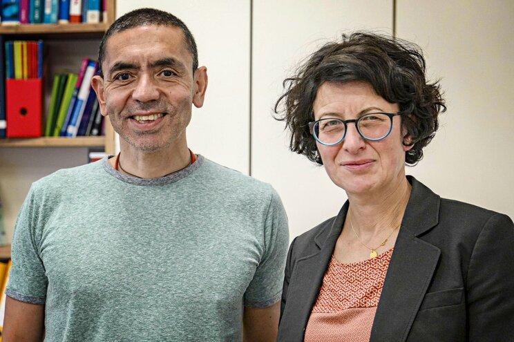 Os fundadores da BioNTech, Ugur Sahin e Özlem Türeci
