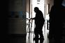 Sofrimento dos idosos nos lares aumentou com a ausência de visitas desde meados de março