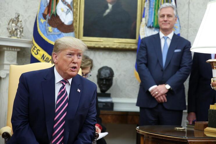 Trump diz-se disponível para se defender de destituição no Senado
