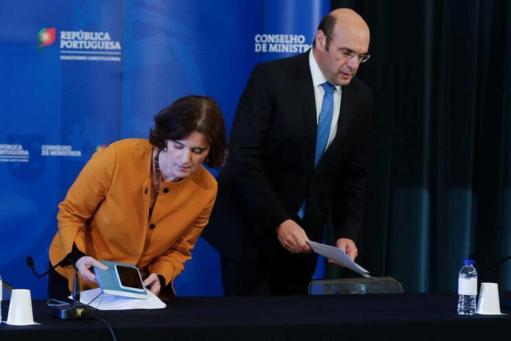 O ministro Adjunto e da Economia, Pedro Siza Vieira, acompanhado pela ministra da Presidência e da Modernização