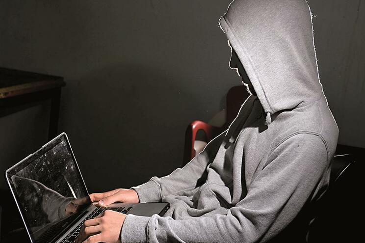 Fraudes eram cometidas através da manipulação pirateada através da Internet