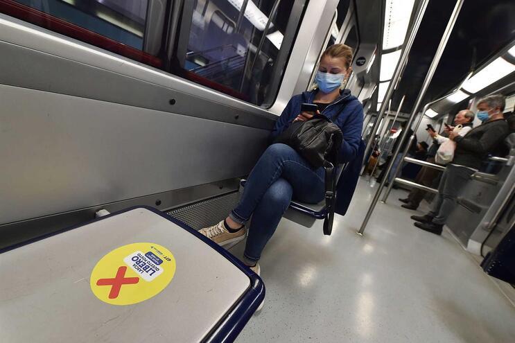O uso de máscaras é obrigatório nesta segunda fase do combate à pandemia, depois de a primeira fase ter