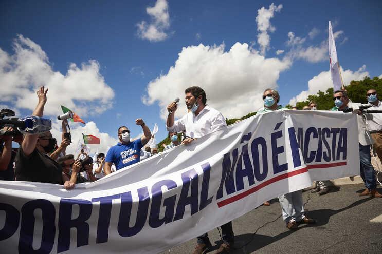 """Mensagem """"Portugal não é racista"""" na manifestação do Chega em Lisboa"""