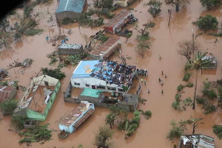 Aldeia de Moçambique com 2500 crianças pode ficar submersa em 24 horas