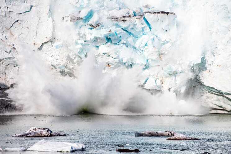Glaciar Apusiaajik, na costa sudeste da Gronelândia