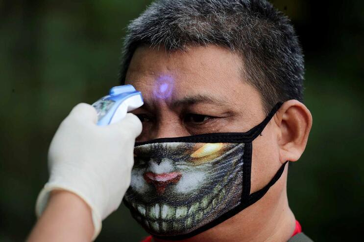 NasFilipinashá a registar 142 casos e 12 mortos devido ao surto de Covid-19