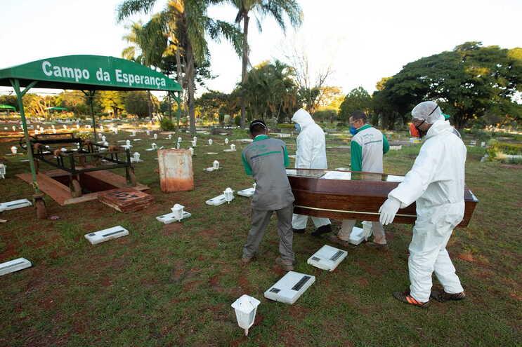 Brasil ultrapassou os 20 mil mortos associados ao novo coronavírus