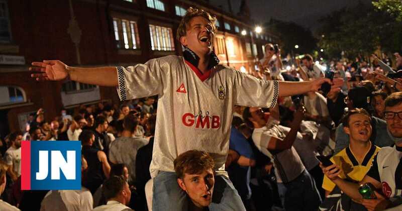 Fulham ganha play-off e sobe à Premier League