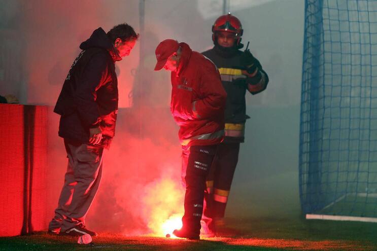 Benfica vai pagar mais de 18 mil euros por petardo lançado na Feira