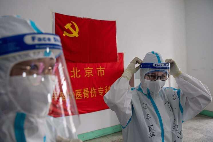 O novo surto foi detetado em Pequim a 11 de junho num dos maiores mercados abastecedores da região
