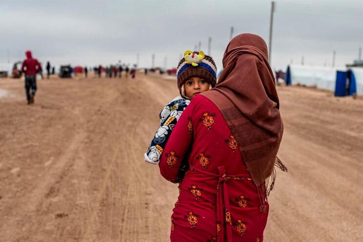 Quase 145 mil pessoas fugiram das suas casas e mais de 80 mil vivem ao ar livre, em campos cobertos de