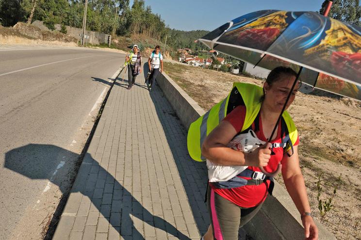 Profissionais de saúde carregam baterias em Fátima