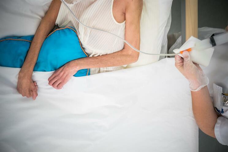 Inexistência de uma doença terminal, conotada com sofrimento físico, está relacionada com uma menor aceitação