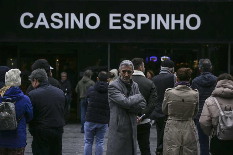 Protesto de trabalhadores em novembro junto ao Casino de Espinho