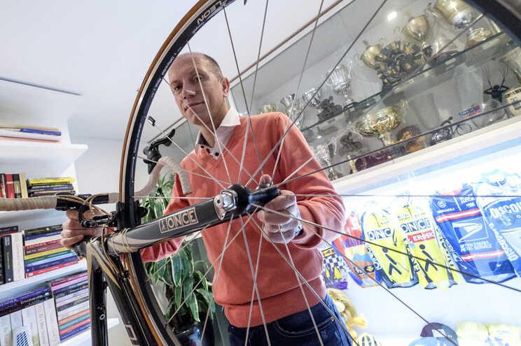 José Azevedo e a bicicleta que lhe recorda as memórias felizes da primeira Volta a França