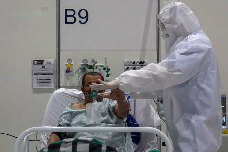 a taxa de letalidade da doença no país desceu esta quarta-feira para 4,2%