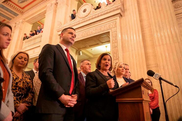 Sinn Féin aceitou um acordo para restaurar governo autónomo na Irlanda do Norte