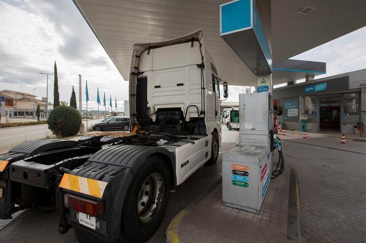 Estudo aponta para elevados níveis de emissões poluentes pelos novos veículos a gasóleo