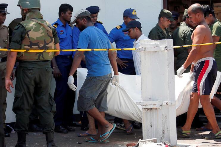 Série de explosões atingiu hotéis e igrejas no Sri Lanka