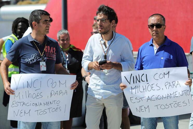 Trabalhadores de aeroportos fazem concentração para exigir estacionamento